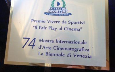 """74. Mostra Internazionale d'Arte Cinematografica   Consegna targa """"Vivere da sportivi – Il Fair Play al Cinema""""  Venezia Lido, 8 settembre  Hotel Excelsior – Sala della Regione Veneto"""